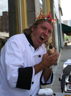 Uh oh... Pittsburgh's famous Weenie King is about to have a moose dog!