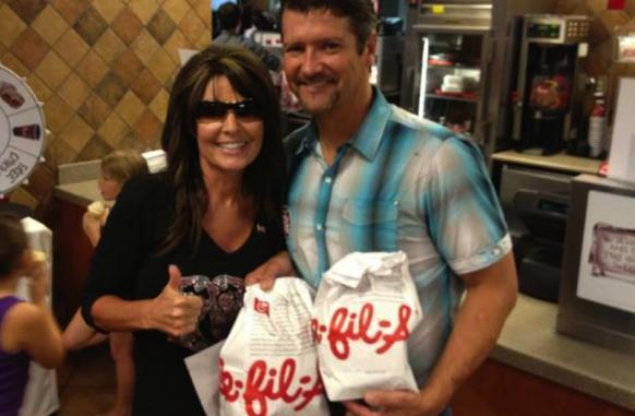 Palin show up to Chic Fil A