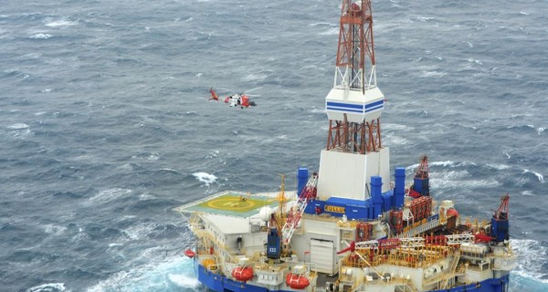 Shells-Kulluk-Drilling-Unit-Runs-Adrift-in-High-Seas-Off-Alaska-600x320